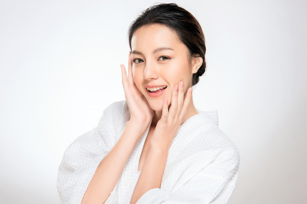 Combat oily, acne-prone skin with this simple 10-Step Korean Skin Care Routine For Oily Skin